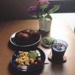 サムライブルーを応援しながら・・ ブルーのお皿で朝食♪